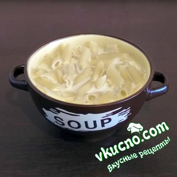 Молочный суп с макаронами.