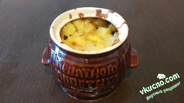 приготовленный картофель с грибами и мясом в духовке
