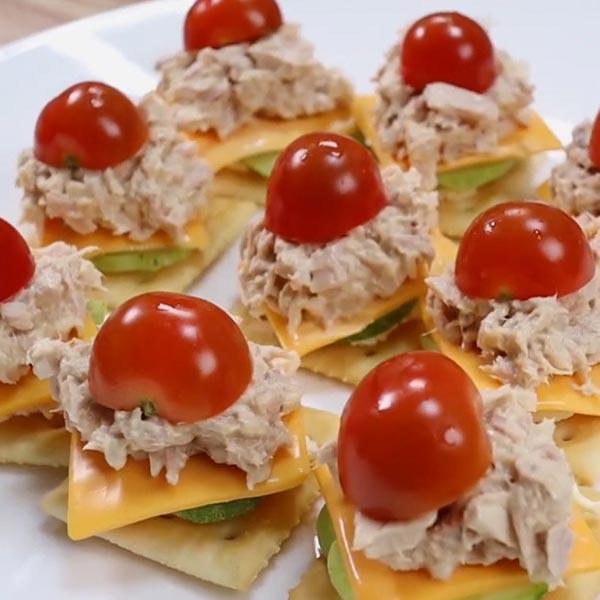 Домашние тарталетки с тунцом и сыром